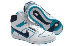 耐克穿上鞋子体育运动 库存图片