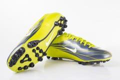 耐克运动鞋足球 免版税库存图片