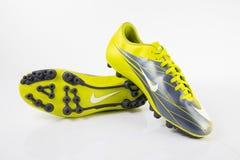 耐克运动鞋足球 库存图片