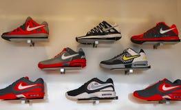耐克介绍新的网球鞋收藏在美国公开赛期间2013年在比利・简・金国家网球中心 库存照片
