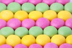 耐嚼的五颜六色的糖衣杏仁 免版税库存图片