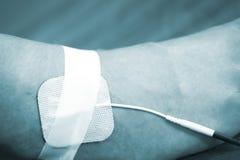 耐心手臂间的腕子物理疗法治疗 免版税库存照片