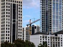 耐用塔建筑用起重机 免版税库存照片