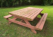 耐用野餐桌 库存图片