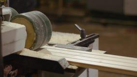 耗尽木匠处理器机器的木板条在锯木厂工厂 影视素材