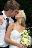 耦合亲吻婚礼 库存照片