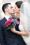 耦合婚礼年轻人 免版税库存图片