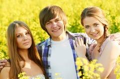 耦合愉快的年轻人 库存图片