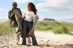 耦合沙丘浪漫常设年轻人 库存照片
