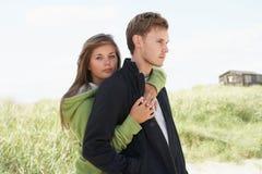 耦合沙丘浪漫常设年轻人 图库摄影