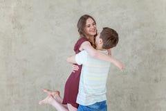 耦合爱年轻人 免版税图库摄影