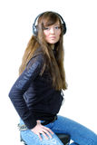 耳朵女孩听的音乐电话 免版税库存照片