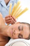 耳朵的洗净,一种自然温泉治疗 免版税库存照片