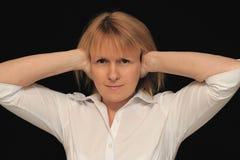 耳朵移交妇女 免版税库存照片