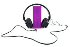 耳机和扩音器在白色背景 免版税图库摄影