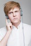耳机的人 免版税库存图片