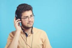 耳机的人 免版税库存照片
