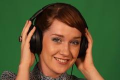 耳机的女孩 免版税库存图片