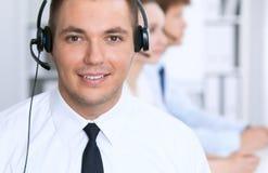 耳机的年轻商人 3d背景呼叫中心图象查出白色 免版税图库摄影