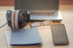 耳机笔记本计算机 免版税库存照片