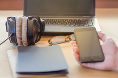 耳机笔记本计算机 免版税库存图片