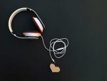 耳机连接器从心脏是分离的 概念 免版税图库摄影