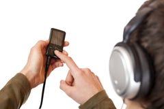 耳机mp3音乐播放器少年使用 免版税图库摄影