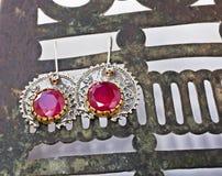 耳环无背长椅红宝石银色土耳其 免版税库存图片