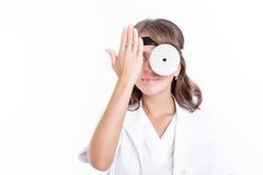 耳鼻喉科妇女的医生 免版税库存照片