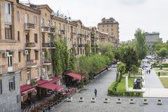 耶烈万,亚美尼亚- 2016年5月02日:耶烈万看法从小瀑布, Tr的 免版税图库摄影