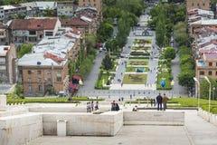 耶烈万,亚美尼亚- 2016年5月02日:耶烈万看法从小瀑布, Tr的 免版税库存照片