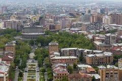 耶烈万,亚美尼亚- 2016年5月02日:从是吉安的小瀑布的看法 免版税库存照片