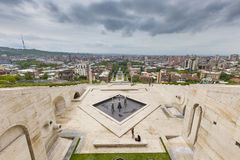 耶烈万,亚美尼亚- 2016年5月02日:从是吉安的小瀑布的看法 库存图片