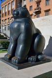 耶烈万,亚美尼亚- 13 06 2014年:猫雕象Botero在耶烈万, 库存图片