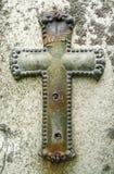 耶稣受难象墓碑被风化的金属葡萄酒 免版税库存图片