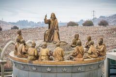 耶稣和十二位传道者,多穆斯Galileae雕象在以色列 库存图片