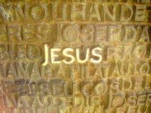 耶稣在书面的金属上写字 免版税库存照片