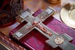耶稣基督发怒在十字架上钉死  免版税库存图片