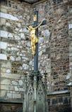 耶稣基督在十字架上钉死在圣皮特圣徒・彼得和保罗附近大教堂的  图库摄影