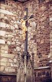 耶稣基督在十字架上钉死在圣皮特圣徒・彼得和保罗附近大教堂的  库存照片