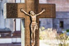 耶稣基督在十字架上钉死雕象 免版税库存图片