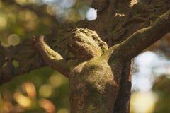 耶稣基督迫害了一个古老雕塑 免版税库存图片