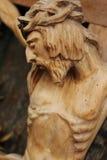 耶稣基督迫害了(一个古老木雕塑) 库存照片