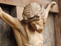 耶稣基督迫害了(一个古老木雕塑) 免版税库存图片