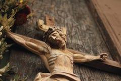 耶稣基督迫害了(一个木雕塑) 库存图片