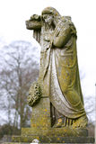 耶稣基督雕象在公墓 库存图片