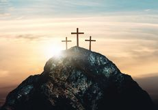 耶稣基督,在小山,3d的三个十字架在十字架上钉死翻译 免版税图库摄影