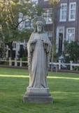 耶稣基督,阿姆斯特丹Begijnhof的耶稣圣心石雕象  免版税库存图片