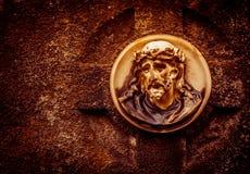 耶稣画象一块老严重石头的 免版税图库摄影