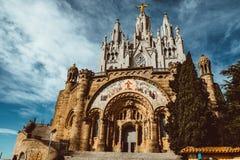耶稣的耶稣圣心的雕塑Sagrat惊叹教会的Tibidabo山的 库存照片